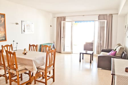 Apartment in front of the beach. - Llucmajor