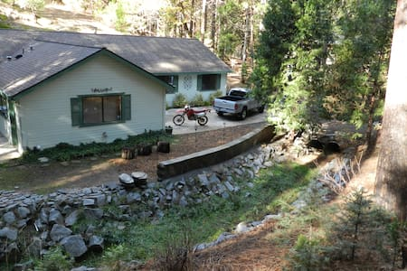Creekside Home near Yosemite - Ház