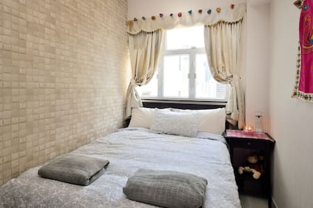 Real Home Real Bed, Heart Of HK in CWB, 1000MbWiFi - Apartment