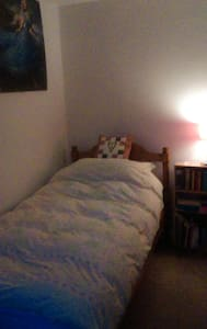 Sunny, single room in Cheltenham - Shurdington