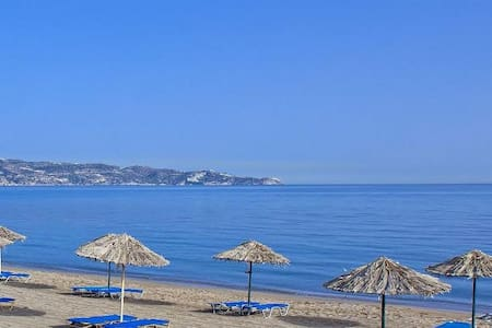 Self catering one bedroom apartments near the sea. - Apartment