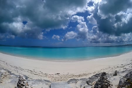 Exuma beach front 3 bed 3.5 bath Tar Bay 4.1 acres - Moss Town - Hus
