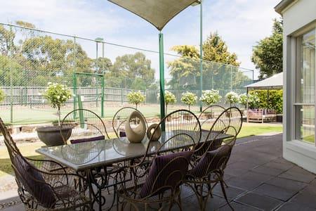 Spotless New Summer Retreat - Sunbury