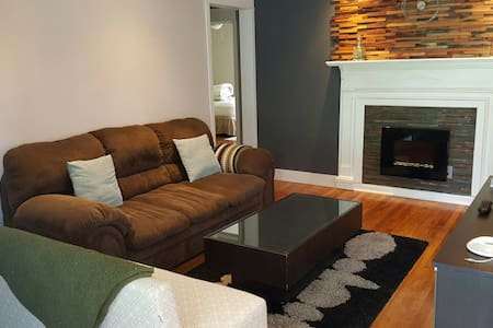 Reno'd cottage close to EVERYTHING! - Atlanta - House