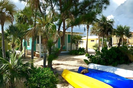 Cute little beach club on a quaint family island - Pensione