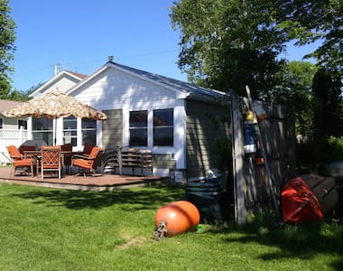 Lake Champlain Cottage - Water Front West Views! - Alburgh