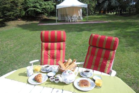Chambre Zen B&B - 25 km de Chartres - Bed & Breakfast