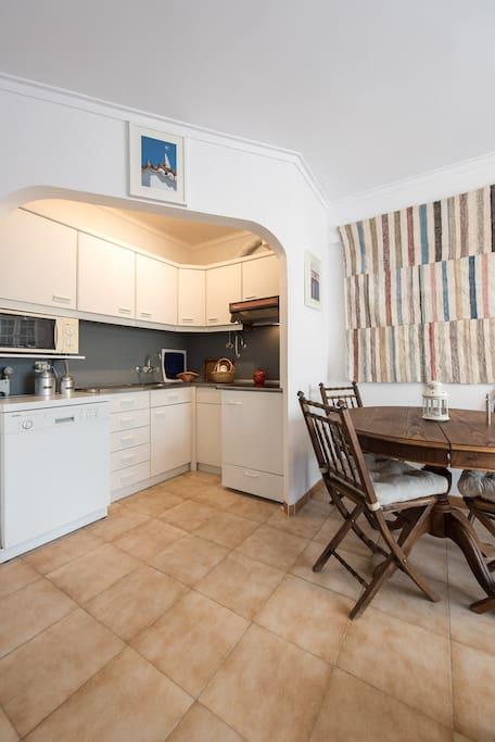 Cozinha e sala de refeições