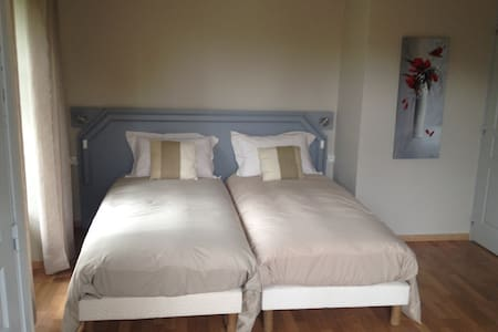 chambres d'hotes: chez nadine .... chambre Lac - Bed & Breakfast