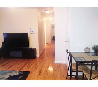 Uptown NYC 1-Bedroom Apartment - Pis