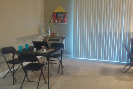Shared room for one - Tustin - Apartment