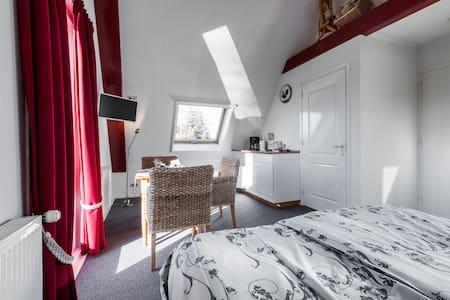 Great studio with view 15 min to Amsterdam centre - Broek in Waterland - Huoneisto