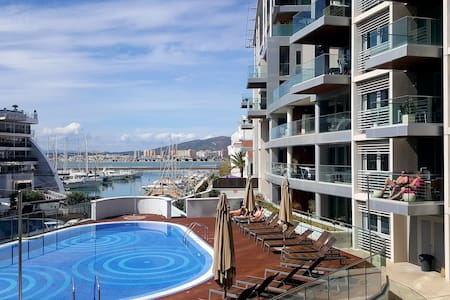 Luxury 1 bedroom apartment in front line marina - Huoneisto