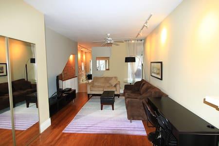 Charming & Spacious Riverdale Apartment - Toronto - Appartement