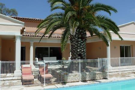 Proche Montpellier - Chambre Camargue + piscine - Restinclières - Bed & Breakfast