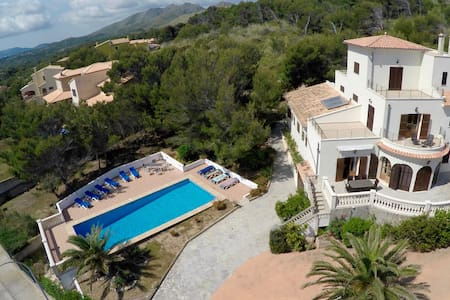 Spacious Villa with Private Pool - Cala Mesquida - Casa