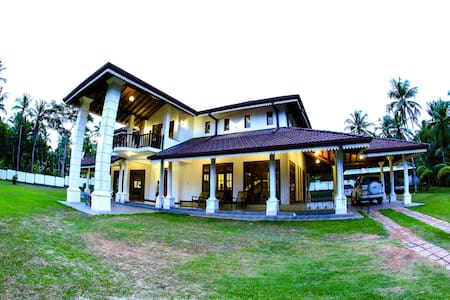 Airport Reach Palace - Guesthouse