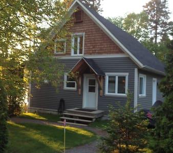 Maison champêtre situé au lac - Ház