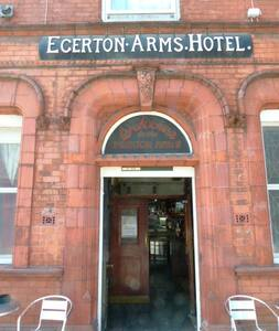 Rm2 By Deansgate 500m single in Egerton Arms Hotel - Gästhus