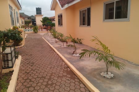 Accra Serviced villa -1 bed self contained Pool V4 - Vila
