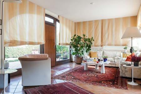 Stanza privata in villa - Sant'Agata Li Battiati - House