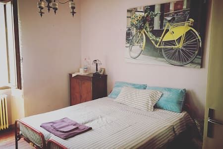 VINTAGE ROOM. STANZA MATRIMIONIALE FEDERICA - House