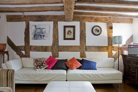 Tudor Arthouse - Townhouse