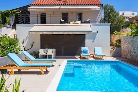 Vuko Rest House VRH with pool - Sevid