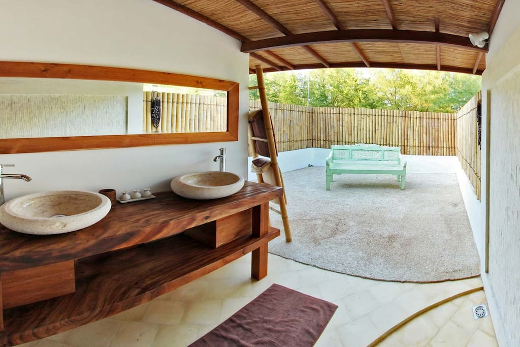 upper bathroom of the gili beach resort, gili trawangan island
