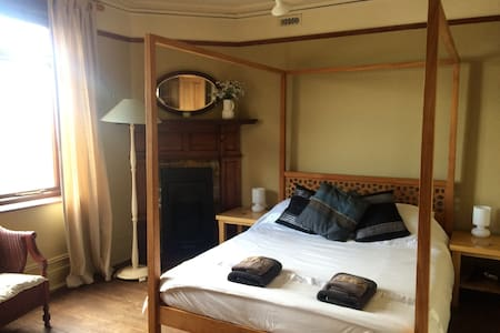 Stunning Victorian Maritime Castle in Whitstable - Whitstable - Apartment