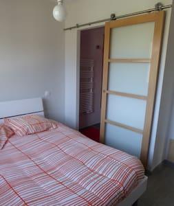 Chambre dans maison en bois - House