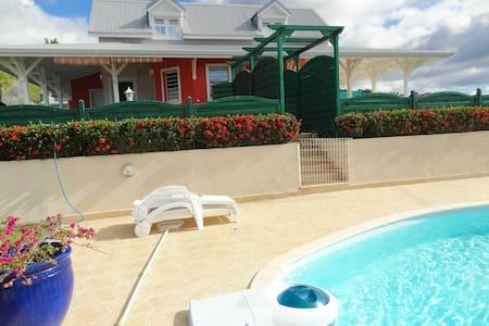 Acajou Royal Réserve Cousteau Bouil - Ház