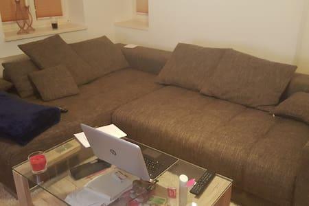 Couchsurfing in Bahnhofsnähe - Wohnung