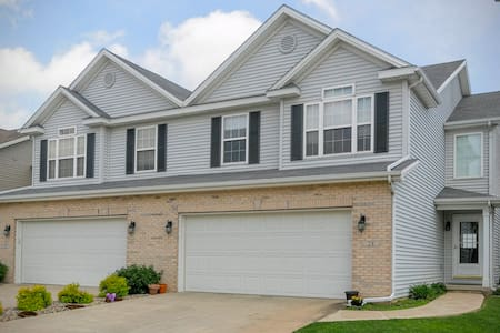 Clean House for Toddlers:3bd/3.5bth - Savoy