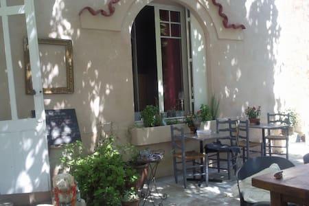 Chambre balcon vue piscine - Cuxac-d'Aude - Bed & Breakfast