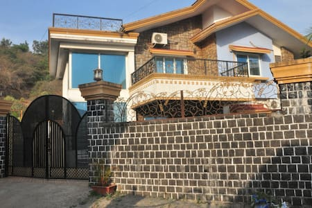 Infinity Villas Lonavala - 4 Bed Villa with Pool - Vila