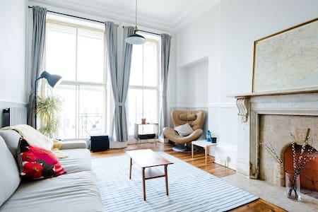 New, Stylish Georgian Flat - Old Town / Sea Views - Hastings - Apartment