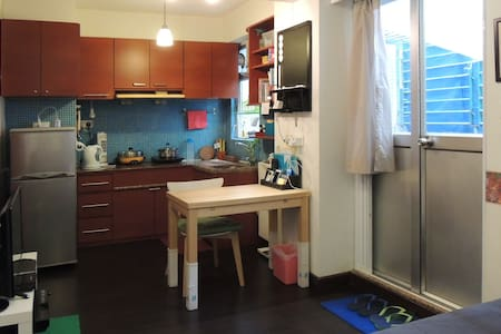 Studio Flat with a Patio - Kowloon City - Appartement
