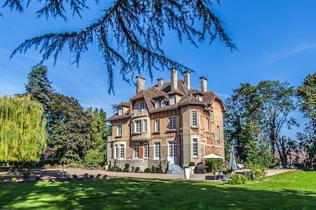 Le Château Suite Privilège - Bed & Breakfast