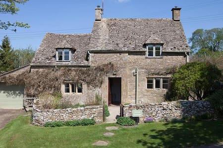 Avery Cottage, Notgrove. - Casa