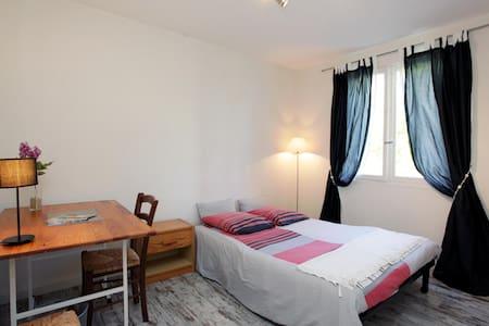 Au pied de la Chapelle Matisse: chambre au calme - Apartment
