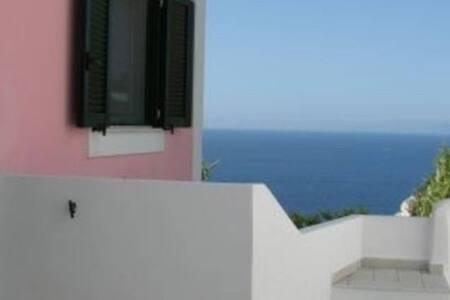 Tipico cubo ponzese con vista panoramica - Le Forna - House