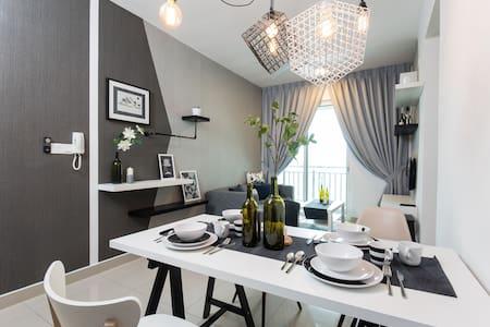 Urban Retreat with Style at De Centrum, Kajang - Leilighet