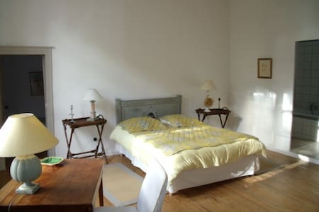 Chambre Marguerite Ancien Couvent - Cahuzac - Bed & Breakfast