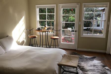 Luxury Mountain Top Romantic Room - Berkeley