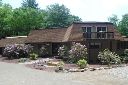 Walk to Lake, Private Heated Pool! - Lehighton - Maison
