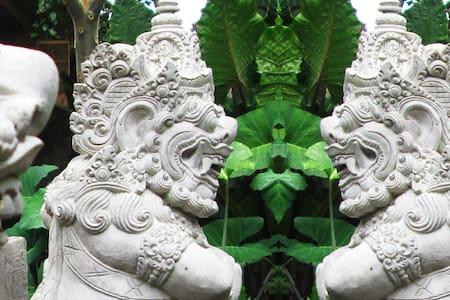 Charming Garden Home in Ubud Hub - Ubud - House
