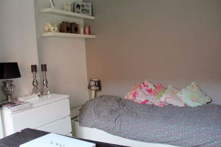 Cozy Furnished Studio (Private) in Leuven center - Lägenhet