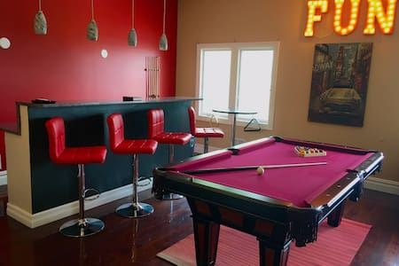 15 Minutes to TIMES SQUARE-HOME THEATER & GAMEROOM - Apartment