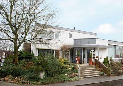Rust en ruimte in Limburgs heuvellandschap - House